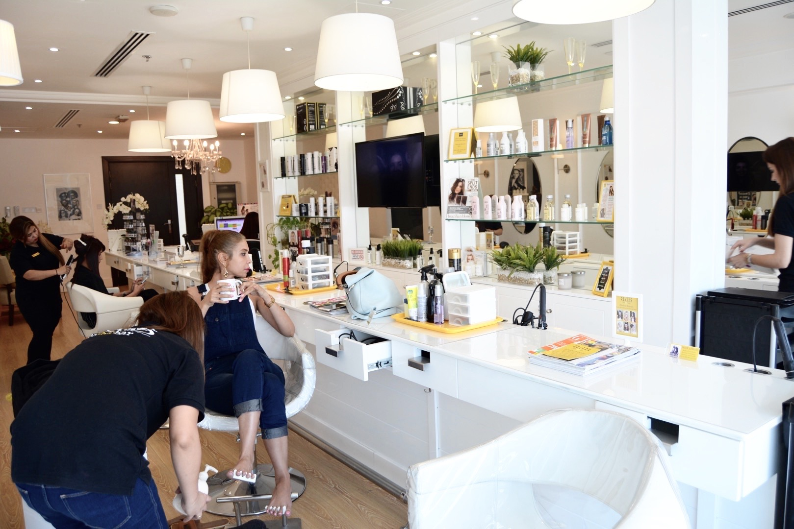 Blo dry bar bdb salon in dubai mrs jj loves hair for Blo hair salon